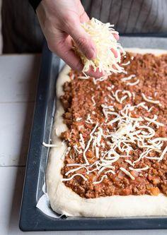 Klassisk langpannepizza i Coconut Flakes, Spices, Pizza, Food, Lasagna, Spice, Essen, Meals, Yemek
