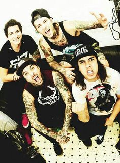 Pierce The Veil ♡ I love this band This band has helped me threw so much in my life and I say thank you pierce the veil ❤️