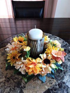 Sunflower Table Centerpieces, Floral Centerpieces, Table Decorations, Flower Arrangements, Thanksgiving Centerpieces, Thanksgiving Table, Thanksgiving Art Projects, Farmhouse Table Decor, Summer Door Wreaths