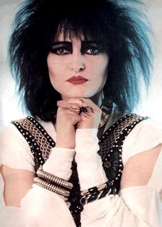 Siouxsie's spider ring tho <3 <3 sooo death rock