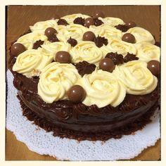Torta de vainilla con ganache de chocolate y buttercream