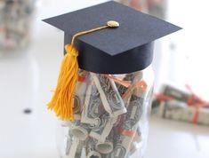 coole Idee für Diplomfeier, Geldgeschenke verpacken, Glas mit Doktorhut