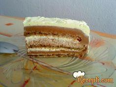 Recept za Božanstvenu tortu. Za spremanje torte neophodno je pripremiti belanca, šećer, orah, brašno, mleko, šlag.