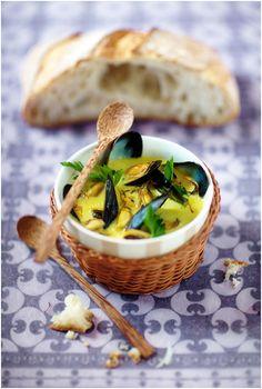 Soupe de moules au lait de coco | La Tartine Gourmande. Plus de recettes à base de moules ici : www.enviedebienmanger.fr/recettes/moules