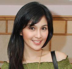 Sandra_Dewi_Artis_Tercantik_Indonesia