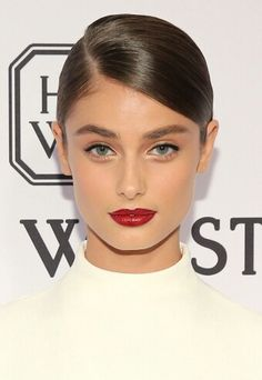 Grace Moretz Just Wore Makeup From 1985 And We re Here For It Achieve Taylor Hill s red lip and more from Bazaar s beauty secrets.Achieve Taylor Hill s red lip and more from Bazaar s beauty secrets. Beauty Make-up, Beauty Secrets, Beauty Hacks, Hair Beauty, Beauty Products, Sleek Hairstyles, Pretty Hairstyles, Wedding Hairstyles, Hairstyle Ideas
