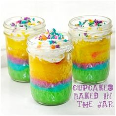 Make these rainbow cupcakes in a jar at your next party :) this recipe and more, plus diy crafts.