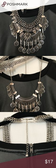 Statement fashion necklace 💕🌺 GORGEOUS FASHION STATEMENT NECKLACE. THIS IS A BOLD AND BEAUTIFUL NECKLACE! THINK YOU CAN PULL IT OFF?? TURN SOME HEADS WITH THIS ONE!! 💋💕🌺❤️ Jewelry Necklaces