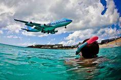 st maarten's Low flying plane Landings martins' Low planes Landing | Photo: A Jumbo jet comes in for landing above a snorkeler in the ...