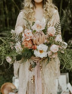 boho rose bouquet wedding bouquet Of the Earth: Salt, Crystals, and Rose Gold Rounded Out this Eclectic Elopement Inspiration Wedding Flower Guide, Boho Wedding Bouquet, Floral Wedding, Wedding Colors, Wedding Day, Green Wedding, Wedding Shoes, Bridal Bouquets, Boho Wedding Flowers
