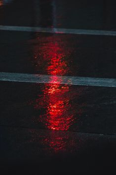 red, light, and road kép