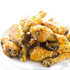 Easy Slow Cooker Garlic Parmesan Chicken Wings Recipe - Learn how to make garlic parmesan chicken wings that are SO CRISPY! This easy slow cooker chicken wings recipe needs just 4 ingredients and quick prep. Ketogenic Crockpot Recipes, Slow Cooker Recipes, Keto Recipes, Healthy Recipes, Crockpot Meals, Dinner Recipes, Healthy Dinners, Quick Recipes, Clean Recipes
