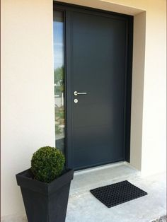 Végétaux plantation haies Plants planting hedges Vendee 85 May 2013 Front Door Entrance, House Entrance, Entry Doors, Contemporary Front Doors, Modern Front Door, Door Design, Exterior Design, Aluminium Front Door, Casa Top