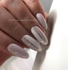 The advantage of the gel is that it allows you to enjoy your French manicure for a long time. There are four different ways to make a French manicure on gel nails. Classy Nails, Cute Nails, Pretty Nails, Basic Nails, Simple Nails, Hair And Nails, My Nails, Shellac Nails, Nailed It