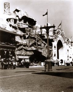 Entrance to the Cliff Dwellers attraction on the Pike at the 1904 World's Fair.