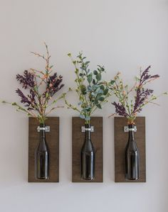 Flowers are an essential decoration in home life. Proper flowers and green leaf decoration can make the home environment become full of vitality, full of v Wine Bottle Planter, Wine Bottle Vases, Diy Bottle, Wine Bottle Crafts, Routeur Cnc, Wall Mounted Vase, Wine Decor, Diy Furniture Projects, Leaf Decoration