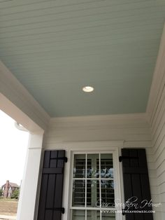 Best Farmhouse Porch Ceiling Southern Living Ideas – farmhouse front door with screen Southern Homes, Southern Living, Southern Porches, Country Porches, Southern Style, Haint Blue Porch Ceiling, Colored Ceiling, Ceiling Color, Accent Ceiling