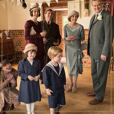 The Crawley family caught in a candid moment of joy on set! Downton Abbey Characters, Downton Abbey Costumes, Downton Abbey Cast, Downton Abbey Fashion, Gentlemans Club, Lady Mary Crawley, Edith Crawley, British Costume, Julian Fellowes