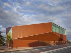 Media library of Montauban - South facade - picture ©Paul Raftery - Visit our website : www.cfa-arch.com #terracotta #concrete #metal #architecture