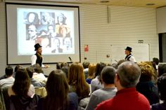 Ivan Torrente y Jose Lambies resolviendo casos con su panel de celebrities en el Gamestorming Sherlock en Edificio Bioclimático Yecla