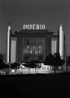 Restos de Colecção: Cinema Império - I can't stop staring at thie beautiful old art deco place, it's so grand and imposing, in the best possible way! Pompeii, Building Exterior, Building Design, Luxor, Empire Movie, Utopia Dystopia, Places In Portugal, Classic Building, Beyond Beauty