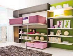 chambre de fille ado avec lit escamotable et étagères de rangement