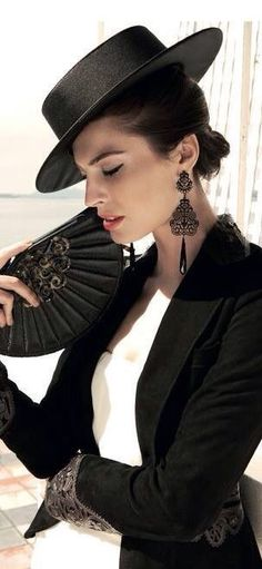 Love this style. Look at those earrings!
