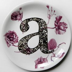 // A (amour). Serie I love. Hand painted ceramic plate.