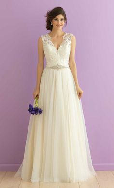 TOP 27 WEDDING DRESS STYLES FOR PEAR-SHAPED BRIDE