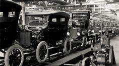 1913-Ford+assembly+line.jpg