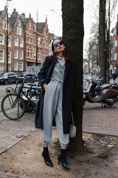 Minimal Style, Minimal Fashion, Cute Sweatpants Outfit, Boujee Outfits, Jogging Bottoms, Sport Chic, Sporty Look, Personal Style, Sportswear
