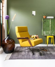 First association of the yellow color is the sun - heat, energy, serenity. The same impression leaves and the yellow interior, which brings brightness, Colorful Decor, Colorful Interiors, Home And Living, Living Room, Yellow Interior, Interior Decorating, Interior Design, Spring Home Decor, Mellow Yellow