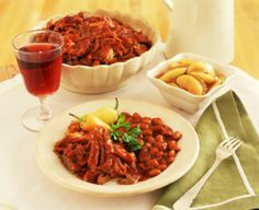 A nice southwestern style slow cooker barbecue pulled pork recipe which can be eaten with or without the bun.
