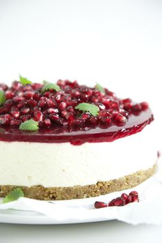 A classic (almost) no bake cheesecake with a biscuit like crust, a delightful fresh and sweet cream cheese layer topped with pomegranate jelly, gems and lemon balm in the colors of Christmas.