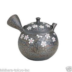 - We are Japanese Seller - This product is Japanese Original New and NOT Chinese imitation. Please, enjoy safe shopping. [EMS-Free-Worlwide] Expedited ship: with Tracking Insurance. You can receive the item about in days Worldwide. Ceramic Teapots, Ceramic Pottery, Ceramic Art, Japanese Tea Set, Tea Cafe, Hot Chocolate, Tea Pots, Matcha, Ceramics