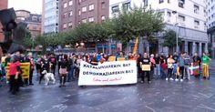 Decenas de personas se concentran en apoyo al referéndum independentista en Cataluña