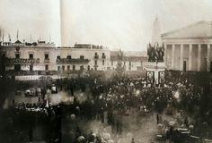 JURA DE LA CONSTITUCION DE BUENOS AIRES (1854) La jura de la constitución se realizó en la Plaza de la Victoria, llamada así desde 1808, por la victoria ante los Ingleses en 1806. La imagen, tomada desde la Recova, muestra la Pirámide de Mayo y la fachada de la Catedral.