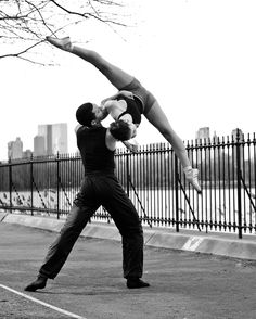 Duet / Street / Dance / Dancer / Dancing / Ballet / Ballerina / Photographer: Paula Lobo Can someone teach me to do this?