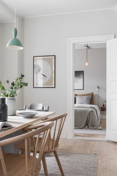 Subtle design with touches of summer in Gothenburg Photos Ideas Design Farmhouse Dining Room design Gothenburg Ideas photos Subtle Summer touches Decor, Luxury Dining Room, Dining Room Design, Beautiful Interiors, Dining Table Chairs, Interior Design, Dining Room Table Decor, Home Decor, House Interior