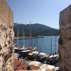 Yazdan kalan son günlerde Marmaris Kalesi'nden Belediye Yat Rıhtımı manzarası.View of the yacht wharf from Marmaris Castle, while it's still sunny  #marmaris #seemarmaris #mugla #muğla #travelblogger #localguide #turkey #instatravel #geziblog #marmaris2017 #Мармарис #enjoymugla #مارماریس #muglagezelimgorelim #marmariskalesi #marmariscastle