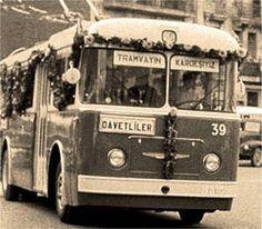 Taksim'de Ansaldo troleybüs'ün hizmete girdiği ik gün çekilmiştir