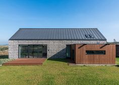 Gabion wall house by Kropka Studio Architecture Résidentielle, Contemporary Architecture, House Landscape, Landscape Walls, Houses In Poland, Gabion Wall, Villa, Landscape Materials, Passive House
