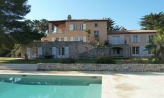 Ref: HTROPV02  Bedrooms :  6 en suite (9 in total), Bathrooms: 8, Property size: 350 m2 Land size 1,5 hectares +, Guest house, Building plot with permit Swimming pool, Tennis court, Mini golf course A property with sea view located in Saint-Tropez. For more information: http://www.3cipresse.com/htropv02.html