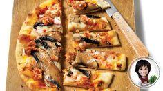 Pizza aux champignons et aux saucisses de Josée di Stasio