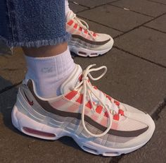 super popular 9feb7 30b31 The Nike Air Max Past meets present. The Nike Air Max 95 Running Shoe  boasts the same iconic style and superior cushioning that made the original  a hit with ...