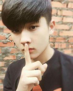 Báo hồng Cute Korean Boys, Asian Boys, Beautiful Boys, Pretty Girls, Hot Boys, Hot Girls, Girl Couple, Hair Reference, Teen Boys