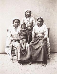 File:Muslim women of Kerala (1901).jpg
