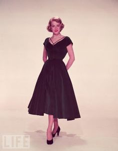 I pretty much covet every single outfit that both Rosemary Clooney and Vera-Ellen wore in the movie White Christmas, but this deep velvet green cocktail dress was my most favorite Clooney outfit - as indicated in the post that this image came from, the pic doesn't do this Edith Head creation justice!