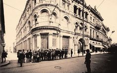 Brasilianische Banks Für Deustchland, na esquina da rua Quinze de Novembro com rua Três de Dezembro, em São Paulo