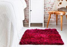 Tee itse ryijymatto | Meillä kotona Shag Rug, Dyi, Sewing, Interior, Crafts, Handmade, Home Decor, Diy Couture, Pot Holders